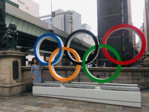 日本橋の獅子と五輪マーク