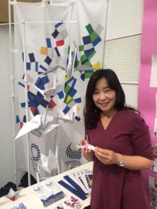 中央区おもてなしプロジェクト-「折り鶴ウェーブ」のブースにて