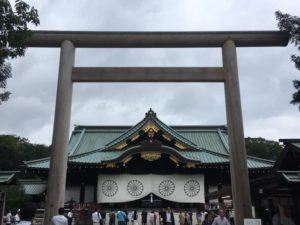 靖國神社、拝殿と中門鳥居