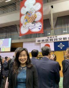 「大入」凧が飾られた会場