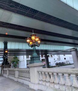 日本橋の優雅な街灯