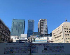 まちかどMuseumで、中央区立阪本小学校と中央区城東小学校児童による絵画を展示中