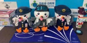 自衛隊東京地方協力本部のマスコット「さくら」と「トウチ」